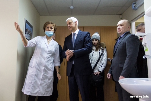 «Мы живем в лучшем городе на Урале». Глава Магнитогорска осмотрел кабинет амбулаторного приема