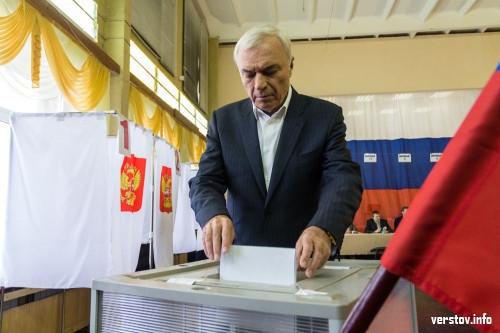 Восемь участков и Россия из воздушных шаров. Виктор Рашников пришел как гражданин и проголосовал