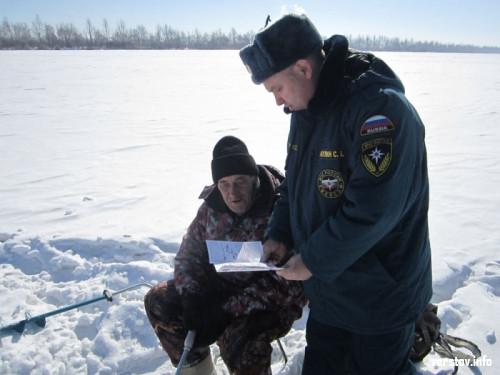 Инспекторы патрулировали лед. Сотрудники МЧС Магнитогорска предупредили рыбаков-экстремалов