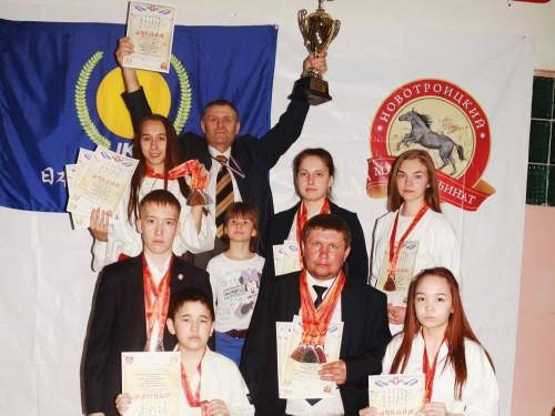 Замкнули тройку призёров. Магнитогорские каратисты выступили на соревнованиях в Новотроицке