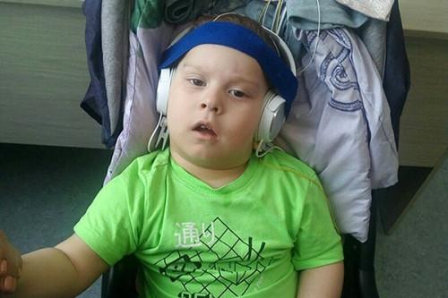 Он сможет самостоятельно сидеть и ходить. В Магнитогорске собирают денежную помощь ребенку с редкой формой ДЦП