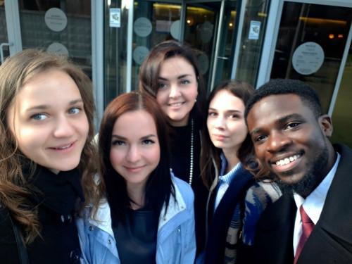 Деловой обед с американскими дипломатами. Студентки МГТУ познакомились с работой Генконсульства США