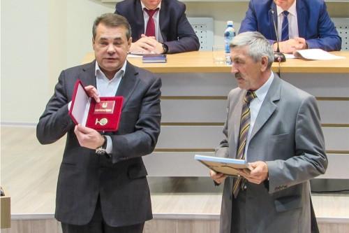 За заслуги перед городом. Почётный знак вручили Александру Черневу