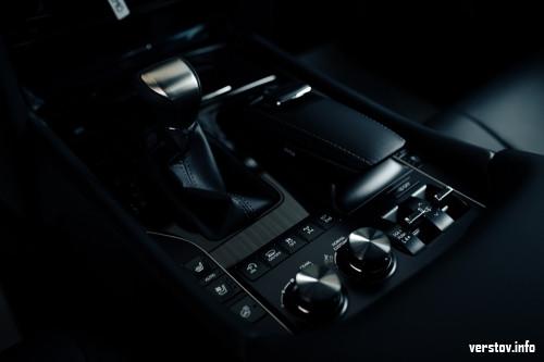 «Премиум» среди «Премиумов». Салон Lexus доверил Верстову свою топовую модель