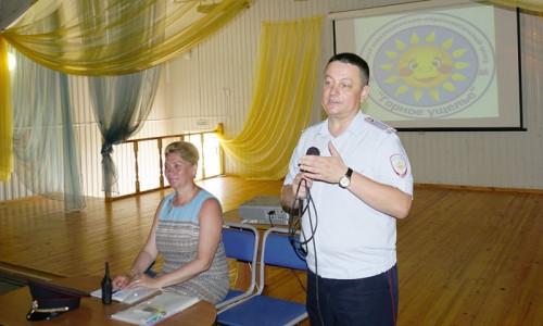 Поговорили о патриотизме и защите Отечества. Полицейские из Магнитогорска устроили лекцию в лагере «Горное ущелье»