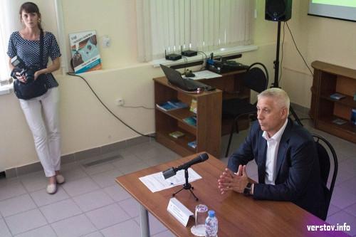 «Сейчас живется лучше, чем раньше». Глава Магнитогорска встретился с волонтерами