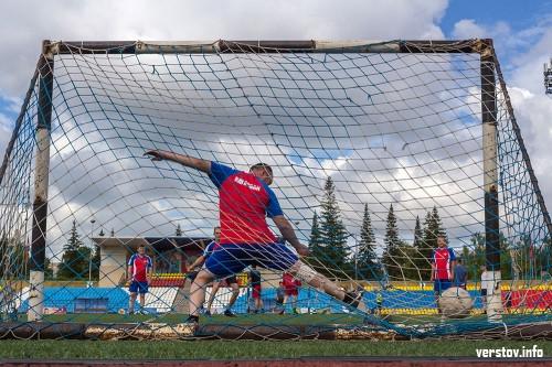 В Магнитогорске прошел областной этап чемпионата по мини-футболу. На поле вышли полицейские