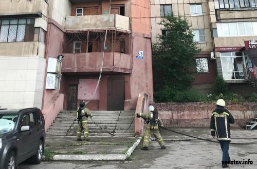 Электрощитки буквально взрывались. В магнитогорской 16-этажке произошел серьезный пожар