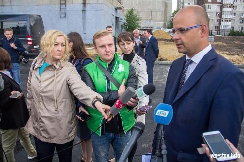 «Жду приглашение на открытие к 1 сентября». Борис Дубровский посетил в Магнитогорске сразу две школы