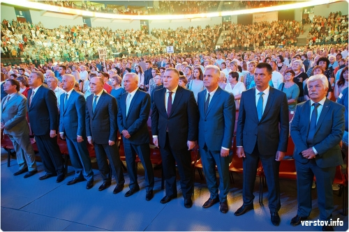 Слушали ВИПов и Баскова. «Арена Металлург» подпевала «золотому голосу России»