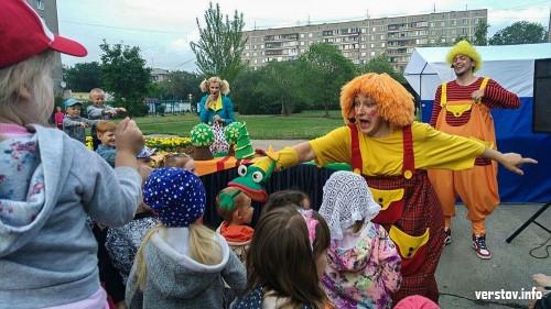 «Магнитогорску не хватало чего-то подобного». Театр «Буратино» устроил праздник в сквере Ручьёва