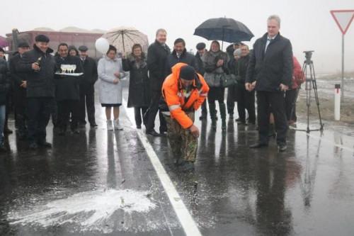 Сэкономили? В Агаповском районе дороги, отремонтированные осенью, начали разваливаться уже весной