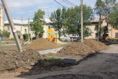 От парковочных карманов до расширения внутриквартального проезда. На Комсомольской благоустроят двор