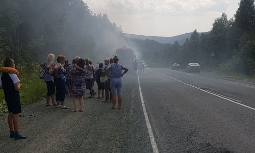 В Башкирии загорелся автобус с магнитогорскими туристами. Они ехали домой из Крыма