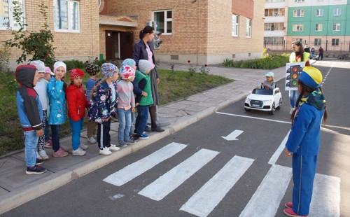 Это хорошая профилактика. Дошкольники начинают постигать дорожную грамоту уже в детском саду
