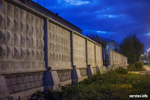 От кого прячется полиция? Огромный забор спрячет РОВД от горожан