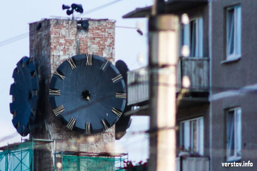 Куранты больше не бьют и не показывают время. В капитальном ремонте главных городских часов появились нюансы