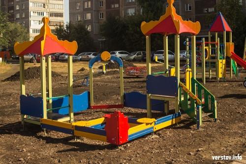 О детях подумали, о спортсменах – нет. На Труда и Калмыкова благоустроили дворовую территорию