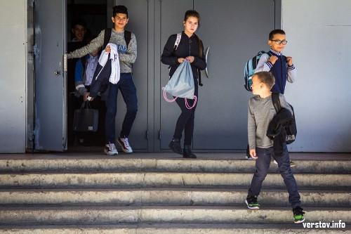 Два рейса утром, два – в обед. Дети из Молжива добираются до школы на специальных автобусах