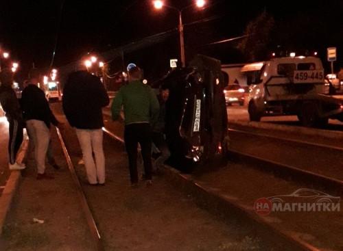 Авария с переворотом. На Советской произошло серьезное ДТП с участием машины охранного предприятия