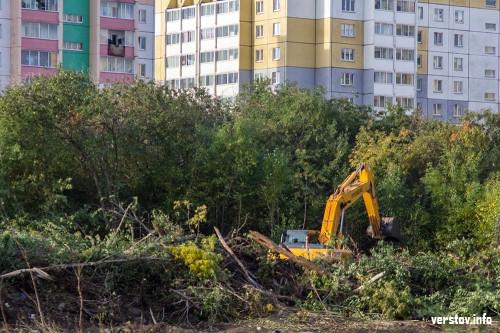 Автостоянки ликвидировали, деревья под снос. В Магнитогорске начали расчищать территорию под новую школу