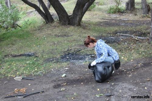 На шоссе Космонавтов стало чище. Чиновники и волонтеры убрались на берегу Урала