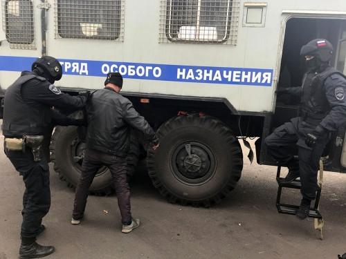 Отделались штрафами. В Магнитогорске полицейские искали нелегалов