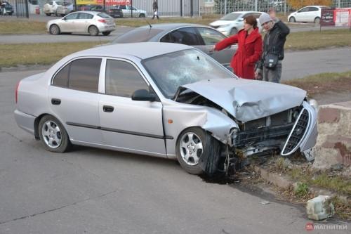 Сурово покатался. На Труда водитель после нескольких столкновений пробил головой лобовое стекло