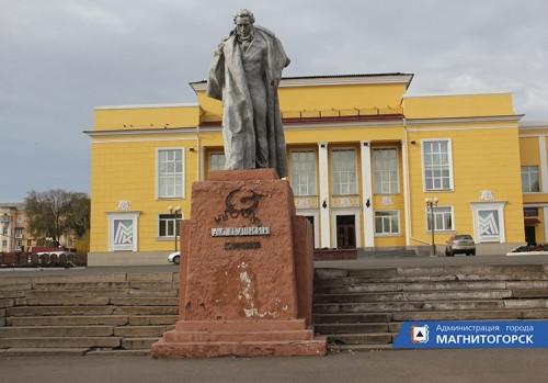 Сняли чугунные элементы. От рук вандалов пострадал памятник Пушкину на площади Победы