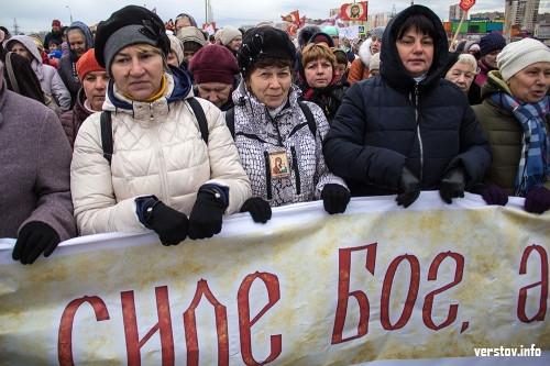 Без владыки, но с благочинным. В Магнитогорске крестным ходом отметили День народного единства