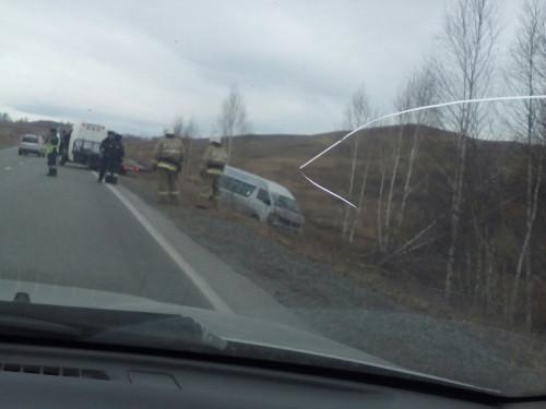 Водитель скончался. На трассе Магнитогорск - Белорецк с дороги съехал рейсовый микроравтобус