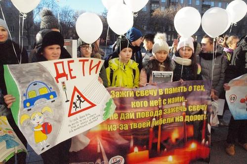 «Среди них есть наши сверстники». Школьники Магнитогорска почтили память жертв ДТП