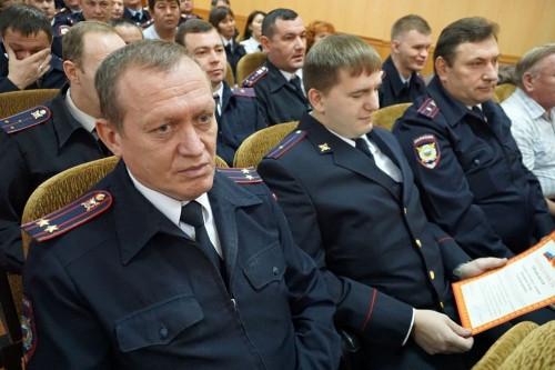 Ветеранам вручили юбилейные медали. В Магнитогорске поздравили участковых полицейских