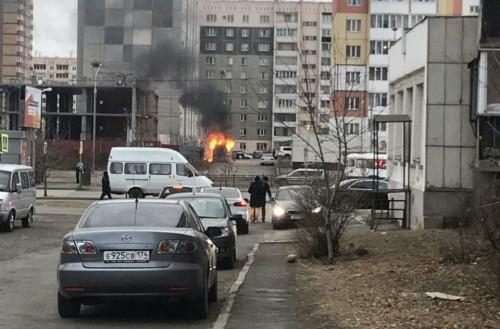 Огонь серьезно повредил припаркованную «Газель». Не исключен поджог