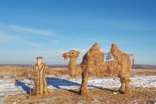 А потом их съедят. На трассе Магнитогорск - Челябинск появились соломенные скульптуры
