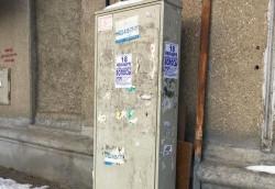 Просто бизнес. Работники ДСУ очищают стены и столбы от незаконной рекламы