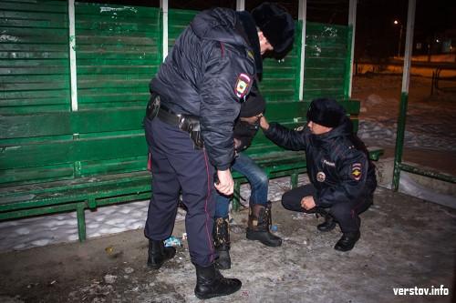 Даже ёлочные базары проверили. Корреспондент «Верстов.Инфо» вместе с полицейскими отправился в рейд по ночному городу