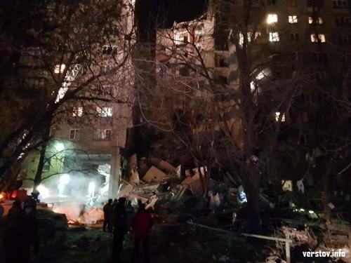 Это трагедия. На месте взрыва жилого дома работают спасатели
