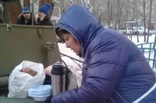 Просто тётя Ася. Волонтеры сделали подарок горожанке, которая кормила и поила спасателей