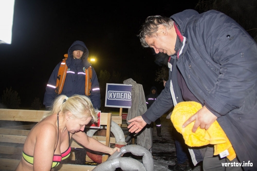 Для всех желающих. В Магнитогорске ледяным купанием отмечают Крещение Господне