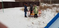 Площадка в стиле минимализм. Депутат подарил горку юным жителям поселка Рабочий-2