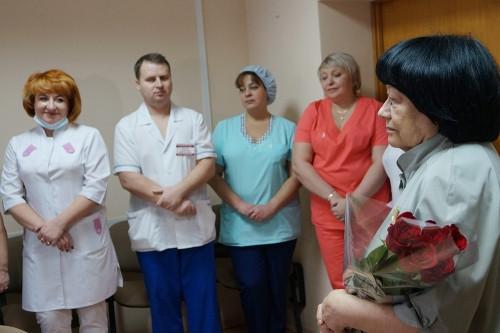 50 лет в медсанчасти! Клара Другова принимает поздравления с профессиональным юбилеем