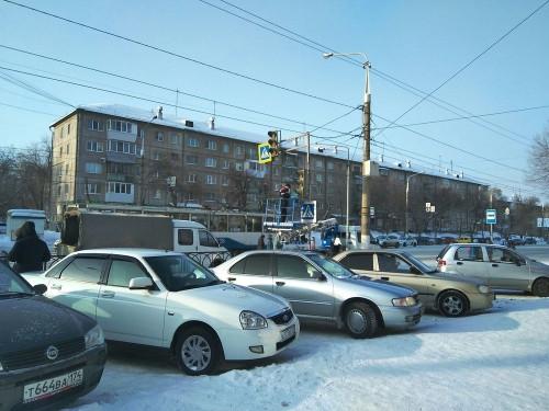 Пешеходы его долго ждали! Около «Гастронома» начали устанавливать светофор