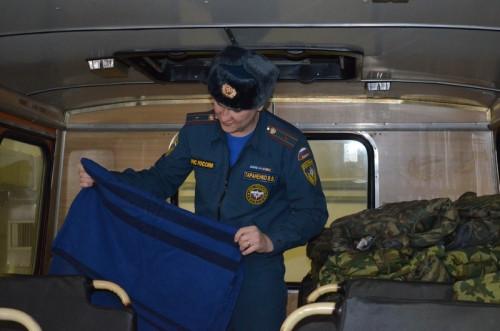 Одеяла, валенки, горячий чай. Пожарные-спасатели из Магнитки не дали замёрзнуть двум водителям, попавшим в беду