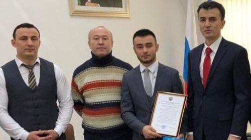 Первым поспешил на помощь. Гражданина Узбекистана, спасшего восемь человек в Магнитогорске, наградили соотечественники
