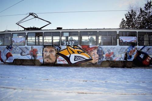 Вагон с Мозякиным и Кошечкиным. В Магнитогорске появился «хоккейный» трамвай