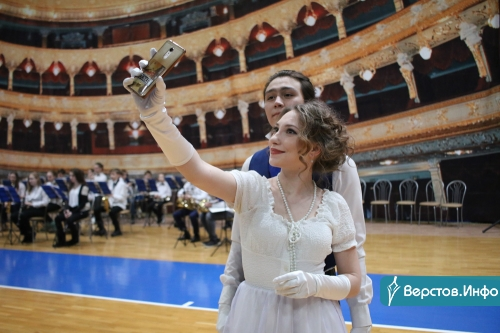 24 танца, 68 пар. На выходных в Магнитогорске прошел Сретенский бал