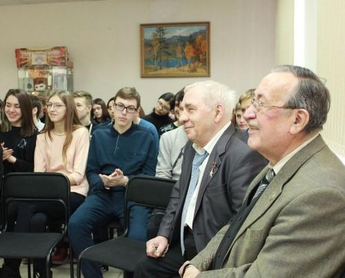 Напутствовали старшеклассников. Почетные граждане города встретились с молодёжью