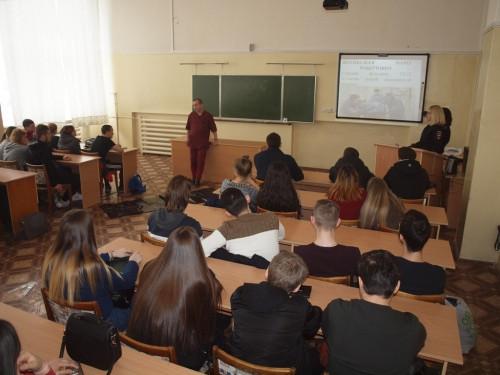Краш-курс помогает достучаться до молодежи. Студентам рассказали и показали, к чему может привести нарушение ПДД