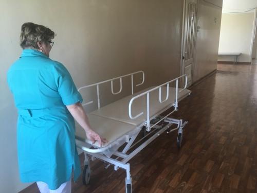 Комфортные для пациентов. В Детскую больницу поступили новые каталки